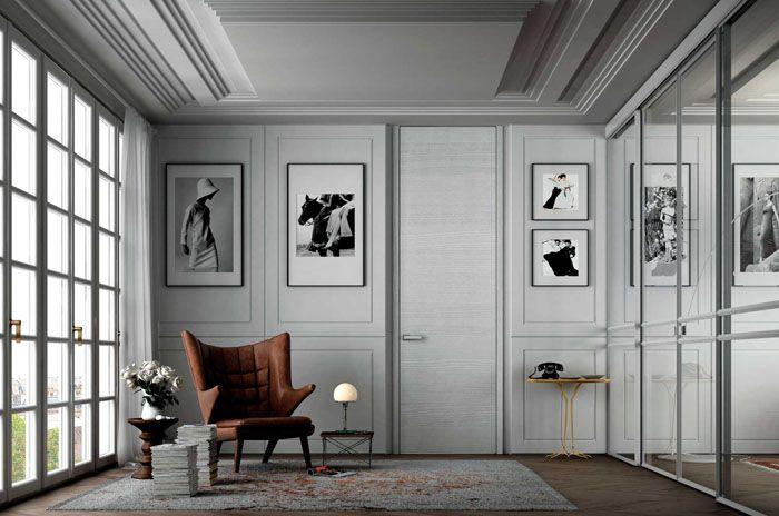 Интересная фактура белого дверного полотна и близкие по оттенку стены