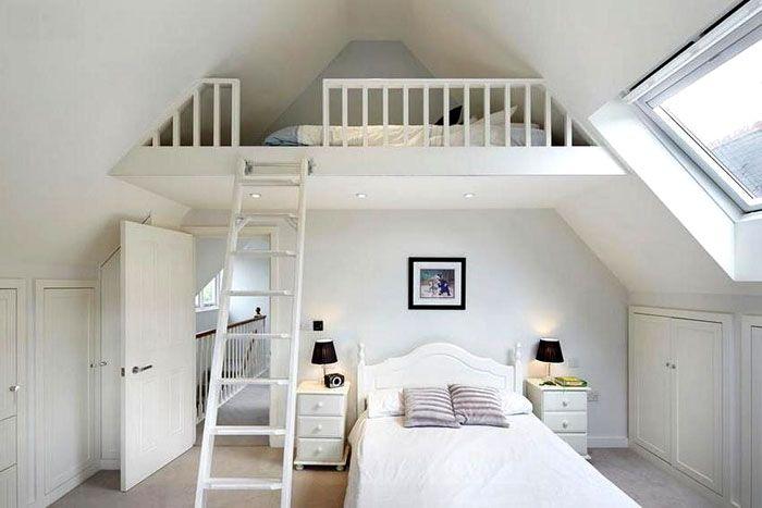 При достаточной высоте потолков можно создать двухуровневую спальню
