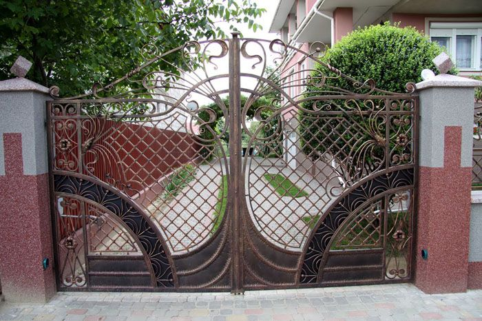 Для автоматизации распашных ворот устанавливают рычажный или линейный привод