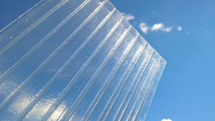 Для обшивки парников «Хлебница» применяют листы поликарбоната