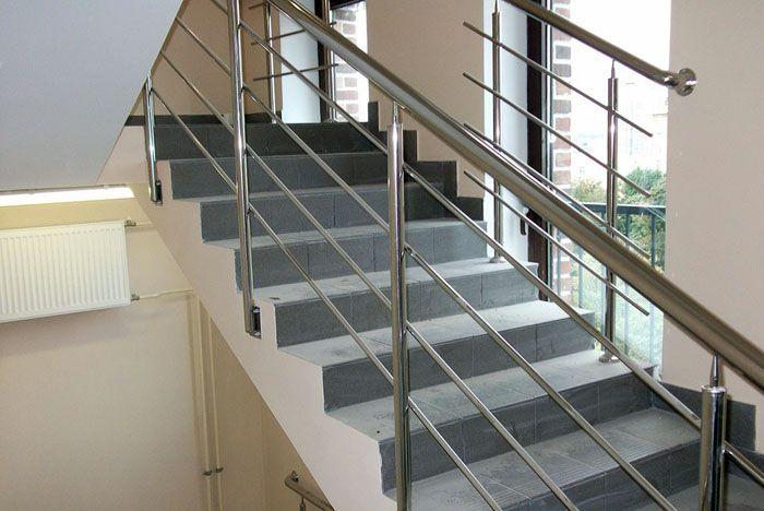 Маршевая лестница с перилами из нержавеющей стали