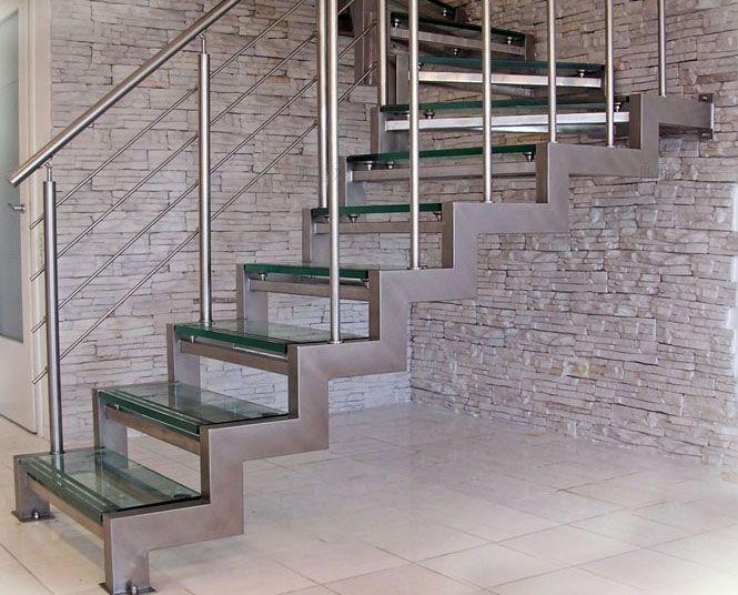 При большой высоте между этажами применяют несколько прямых участков с поворотом или промежуточной площадкой