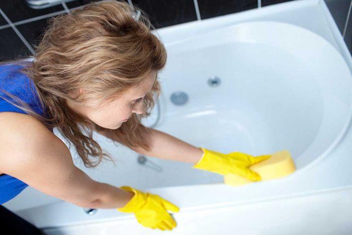 Если хочется иметь красивуюакриловую ванну, нужно знать как правильно отмыть её от разного типа загрязнений
