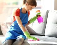Как почистить диван от пятен без разводов