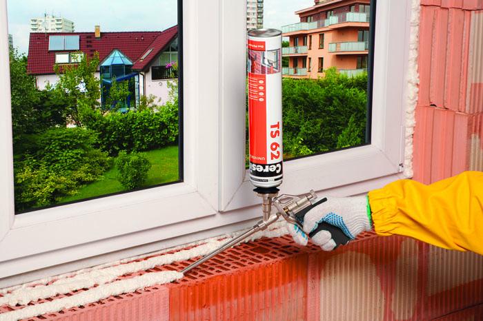 Перед нанесением пены поверхность должна быть очищена от пыли, грязи и посторонних предметов