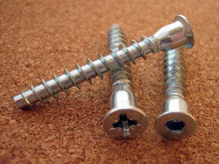 Саморезы – конфирматы, используемые в мебельном производстве и для соединения конструкций, изготавливаемых из плитных материалов (ДСП, МДФ и т.д.)