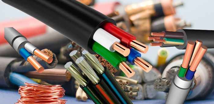 Электрические провода и кабели различаются по типу изоляции и токоведущей жилы, что определяет возможность их использования для разных типов электропроводок