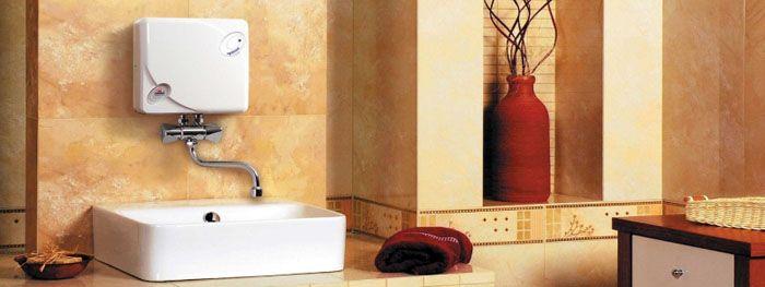 Водонагреватель проточного типа, выполненный в виде отдельного блока, монтируемого на стену