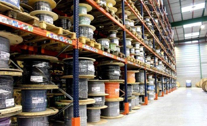 Кабельную продукцию можно купить у крупных компаний, специализирующихся на электротехнической продукции, или в хозяйственных магазинах шаговой доступности