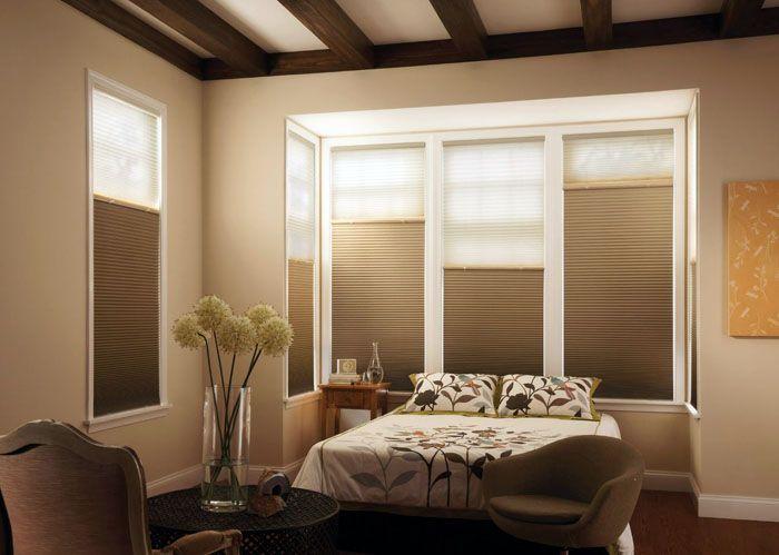 Современный дизайн спальни выигрывает с такими занавесками, так как они не скрадывают пространство