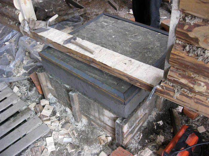 Для заливки фундамента используют цементный или известковый раствор