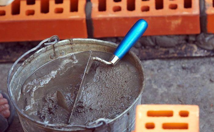 Обратите внимание: для облицовки кафелем нужно использовать только свежий качественный цемент марки не ниже 300