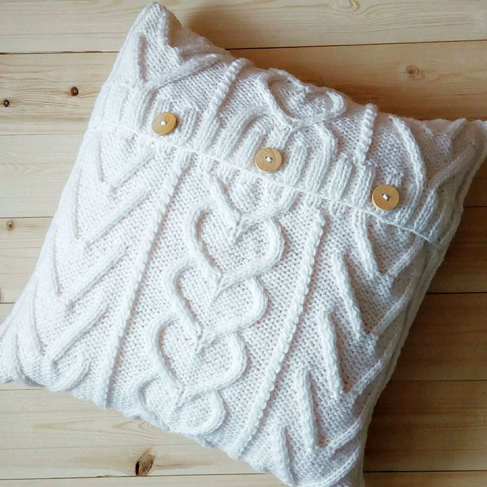 Крупная вязка очень модная. Если даже использовать в качестве основы ненужный свитер, всё равно вещь будет вызывать восхищение