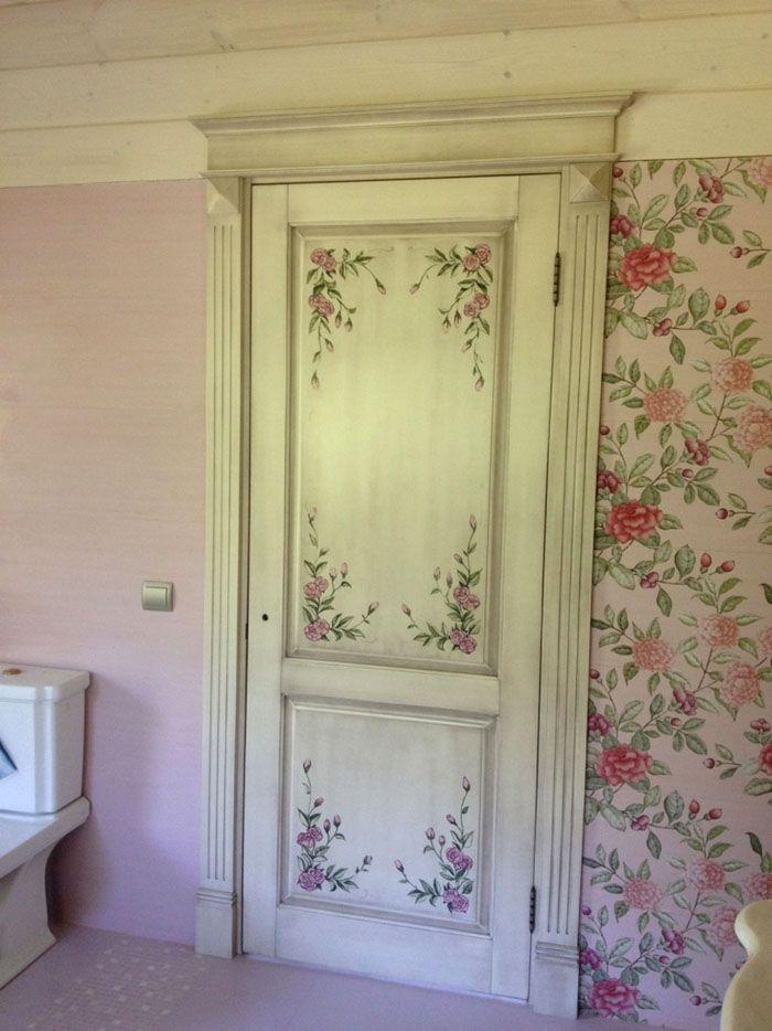 На дверном полотне может быть подходящий цветочный узор