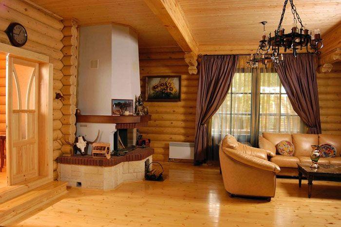 В деревянных строениях достаточно создать защитный слой из прозрачного лака