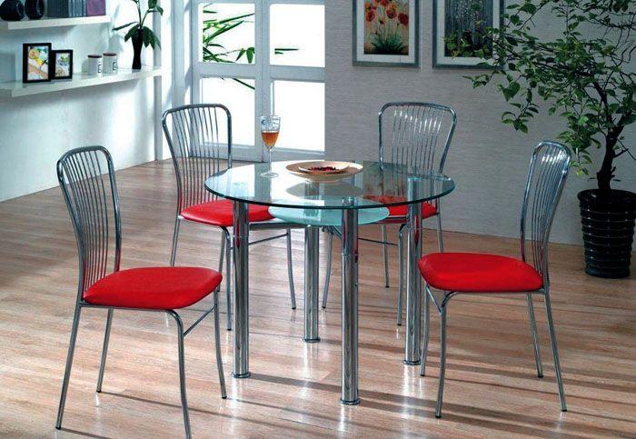 Если в доме есть дети или люди, которым «везёт» на разного рода приключения, лучше установить стол с тремя или четырьмя ножками — они придадут конструкции нужную устойчивость