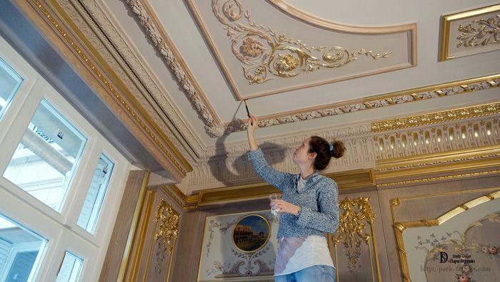 Оформить декор можно золотой или бронзовой краской – это будет выглядеть особенно роскошно