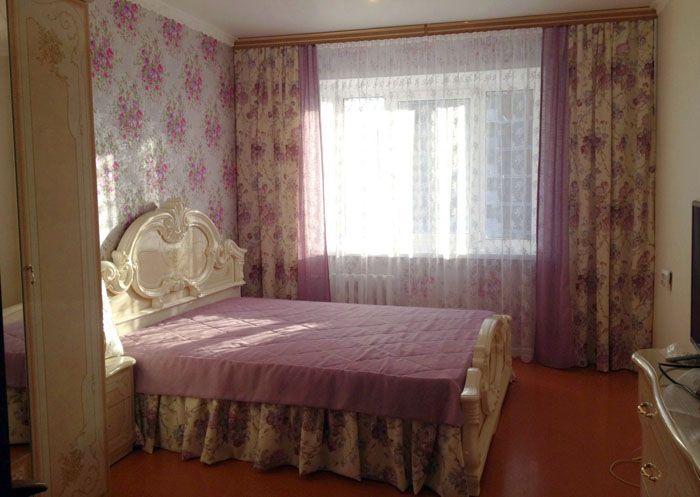 В спальне со стандартным окном также замечательно оформляется стиль прованс