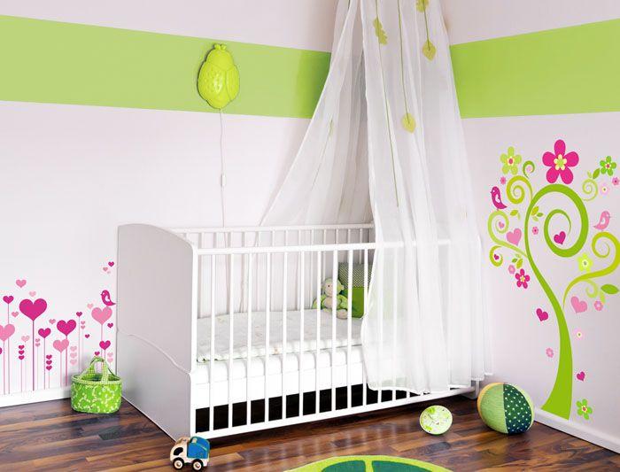 Если стоит задача прикрыть спальное место малыша от прямых солнечных лучей, выбирайте хлопковые и льняные ткани