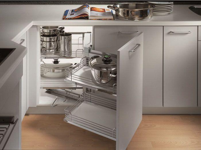 Специальные механизмы применят для организации хранения посуды и других вещей в труднодоступных местах