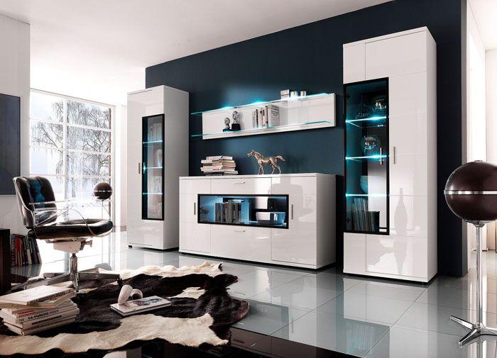 Фото корпусной мебели для зала в современном стиле. Встроенная подсветка выполняет функции декоративного оформления и упрощает поиск предметов, размещённых в глубине полок