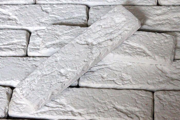 Если материал изготавливается самостоятельно, облицовку стен начать не торопятся: нужно дать время всем изделиям отлежаться