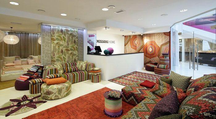 Для восточного стиля можно приобрести в магазине декоративные подушки