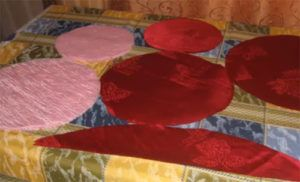 26-10-300x182 Декоративные подушки - 100 фото идей и новинок от профи.