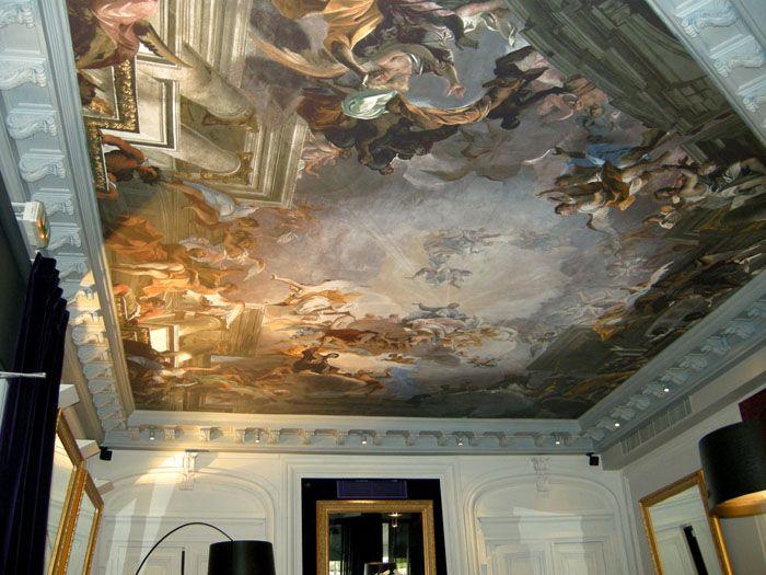 Любое изображение, библейские мотивы, картины времён Ренессанса — всё для полного соответствия стилю комнаты