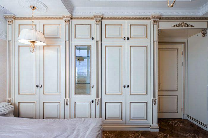 Удобные шкафы в спальню в стиле прованспредлагают многие производители