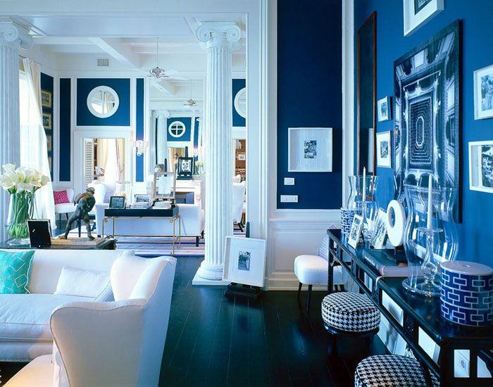 Насыщенный синий увеличивает респектабельность созданного образа