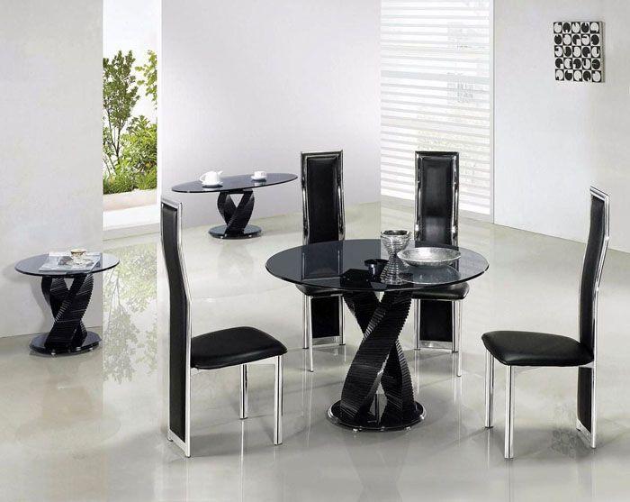 Можно подобрать столик с одной массивной ножкой оригинальной формы или же остановить свой выбор на конструкции с несколькими ножками
