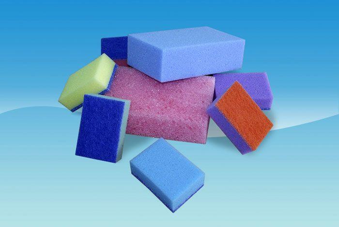 Для очищения используют обычную губку, смоченную в приготовленном растворе