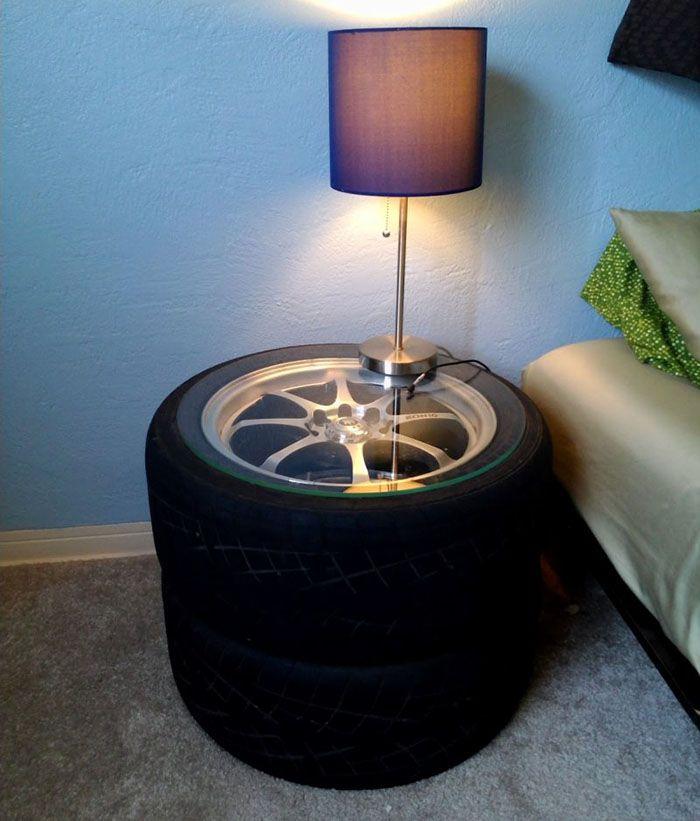 Если остались колёса целиком, то их прикручивают друг к другу и закрепляют на верхнем колесе стекло