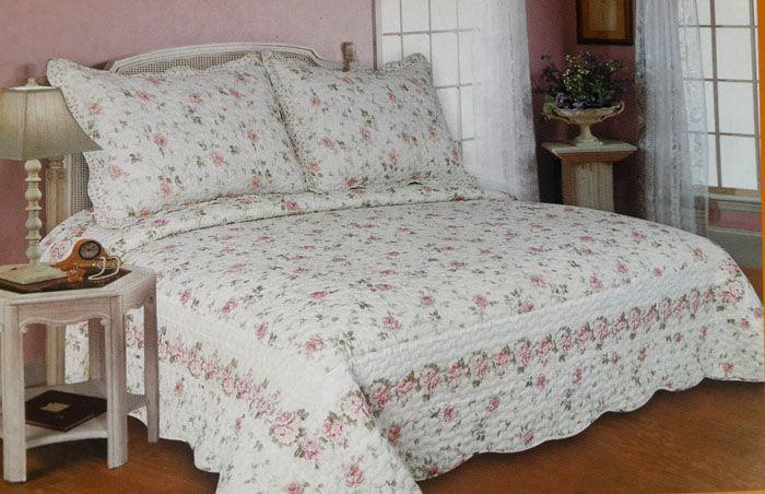 Стёганые одеяла и покрывала выделяют кровать как композиционный центр спальни