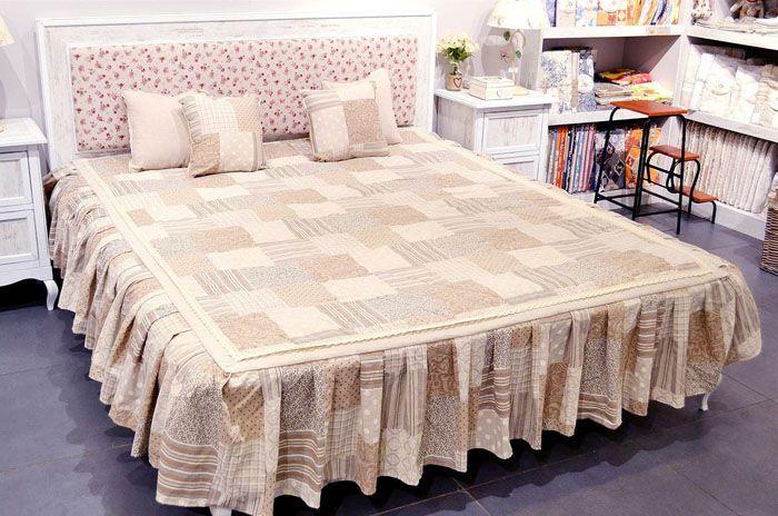 Текстильный стиль пэчворк при правильном подборе рисунка и цвета создаст уютную нотку в комнате
