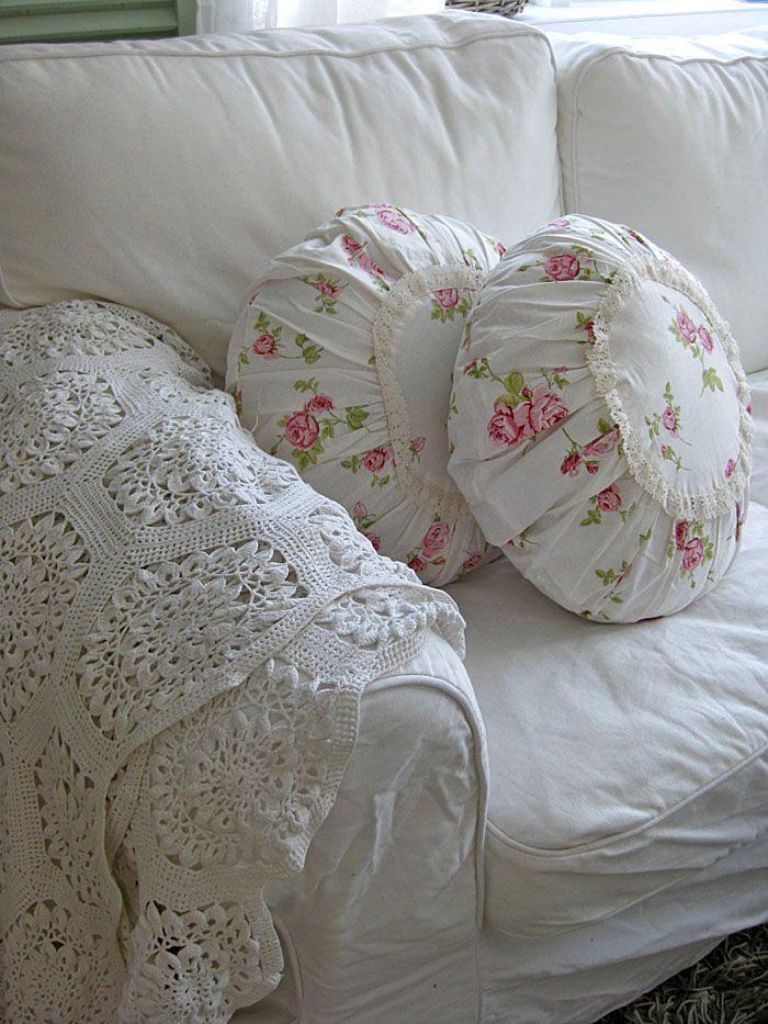 Круглые подушечки очаровательны