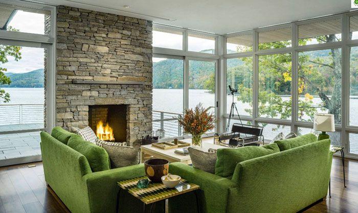Новые окна отличаются улучшенными изоляционными характеристиками. Это позволяет создать в частном доме хорошее естественное освещение с великолепной панорамой без лишних теплопотерь