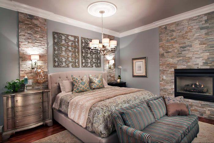 Мозаичная укладка совпадает в тон с интерьером спальни, действуя умиротворяюще