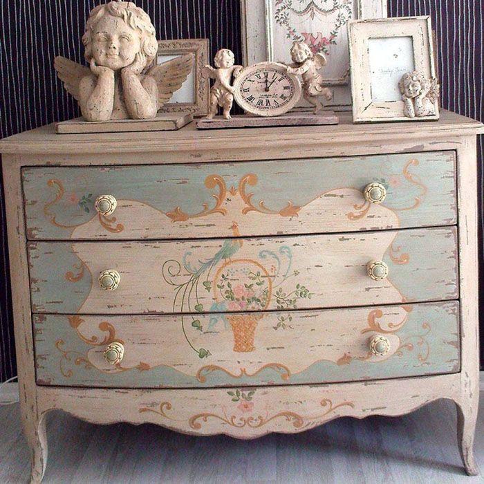 Мебель «под старину» служит дополнительным источником впечатлений