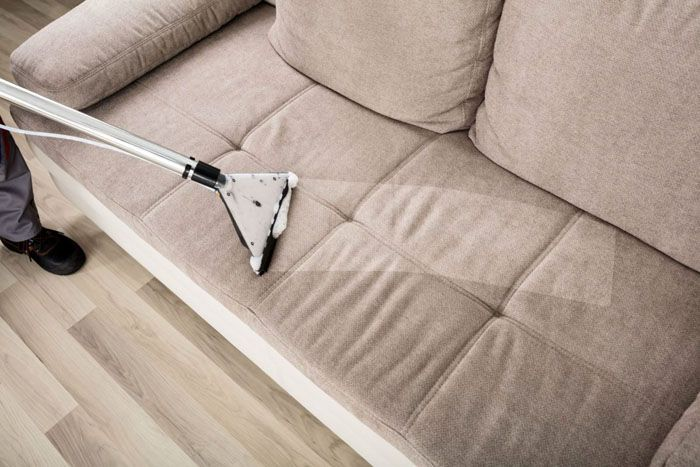 Сильная мощность пылесоса позволит быстро и легко удалить пыль из мебели