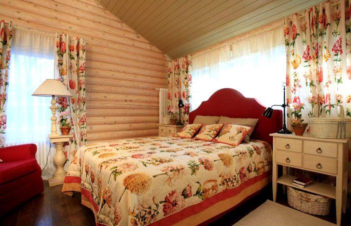 На даче лучшим вариантом будет использование одной и той же ткани для штор и покрывала