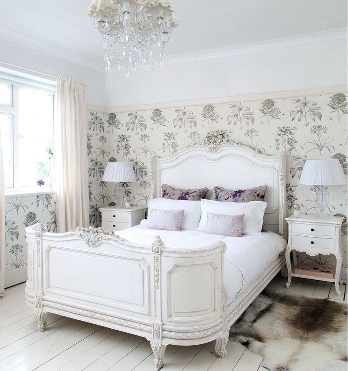 Маленькая белая спальня в стиле провансподойдёт для тонкой чувствующей натуры и очень аккуратного человека