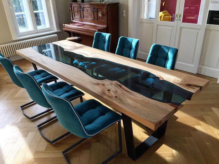 Столы могут сохранять прозрачность или получить свой собственный цвет по желанию создателя