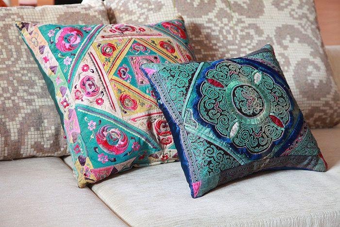 Яркий орнамент ткани подойдёт для восточного стиля