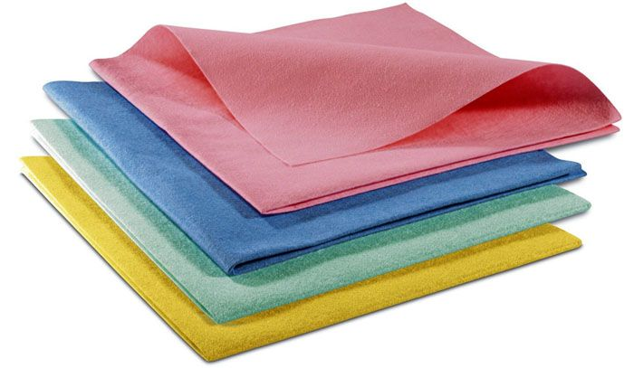 Чем мыть натяжные потолки без разводов: мягкие тряпочки из микрофибры или салфетки будут лучшими помощниками в этом деле