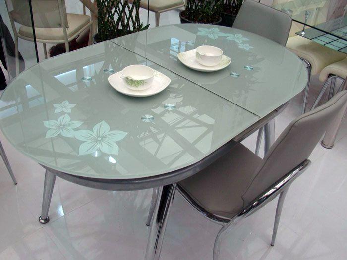 Стол стеклянный раздвижной может изначально иметь круглую форму, а в развёрнутом состоянии стать овальным