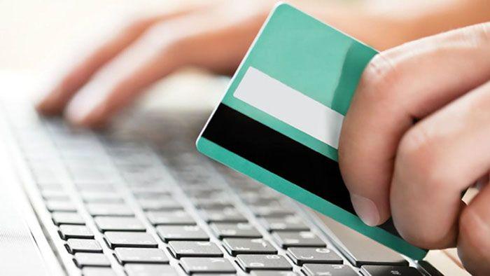 Оплата происходит посредством банковской карты