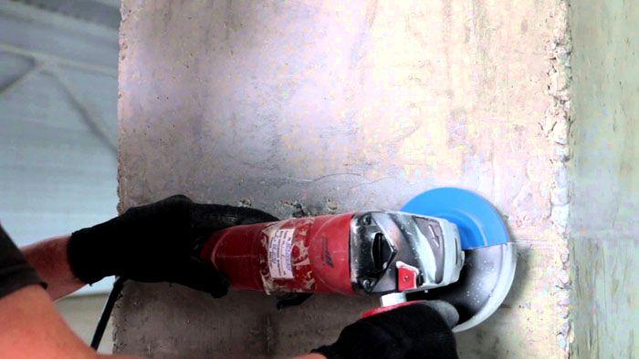 Оставшиеся после удаления плитки неровности клея устраняются болгаркой