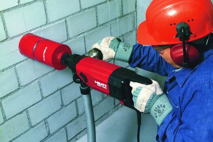 Использование спецодежды является обязательным условием выполнения работ с бетонными конструкциями